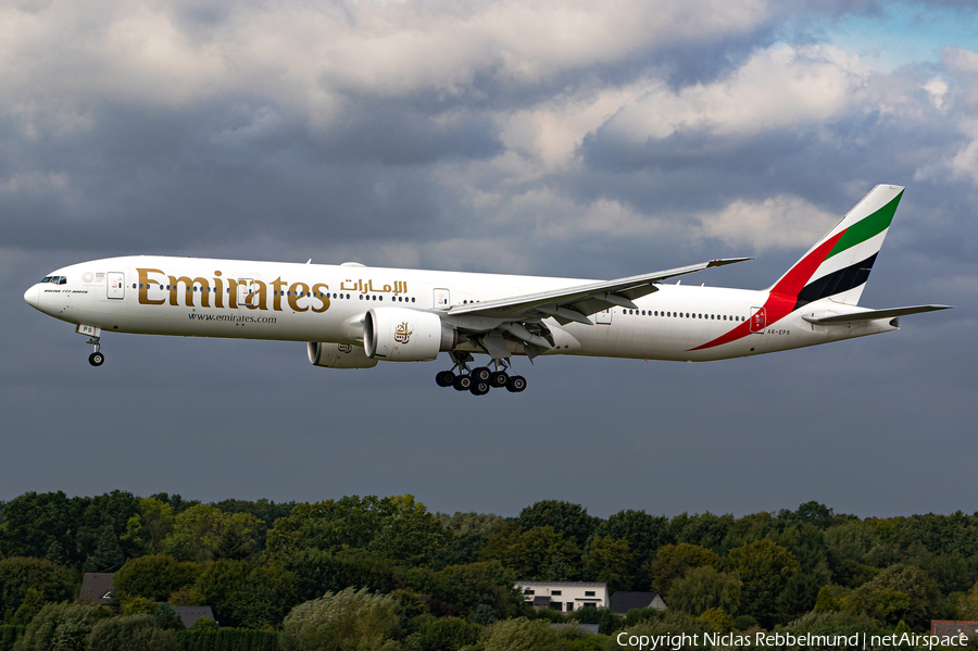 Emirates Boeing 777-31H(ER) (A6-EPS) | Photo 402050