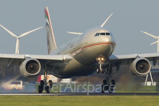 Etihad Airways Airbus A330-243 (A6-EYS) at  Amsterdam - Schiphol, Netherlands
