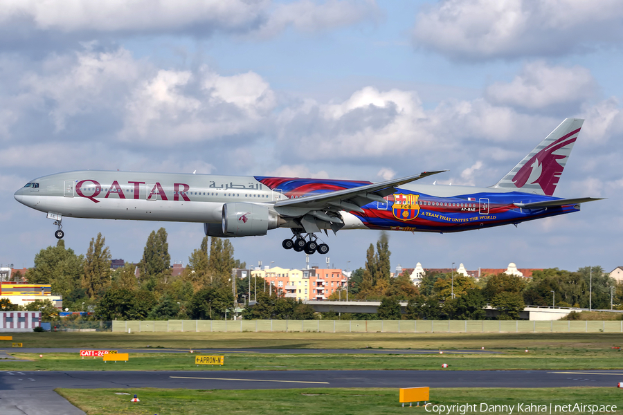 Qatar Airways Boeing 777-3DZ(ER) (A7-BAE) | Photo 189012