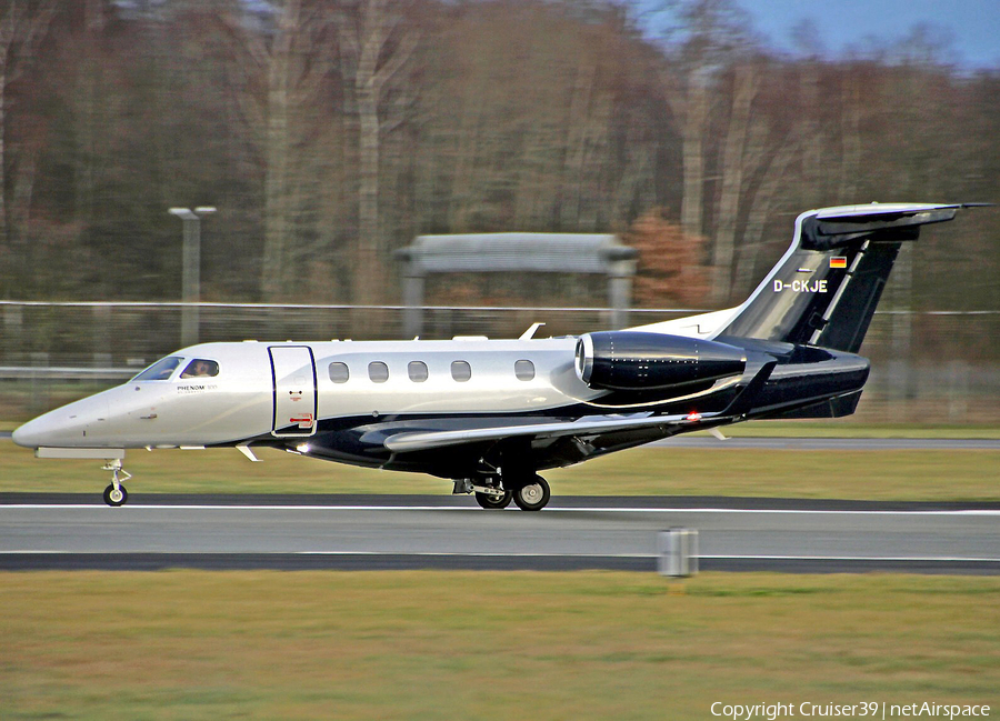 Luxaviation Embraer EMB-505 Phenom 300 (D-CKJE) | Photo 324894