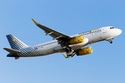 Vueling Airbus A320-232 (EC-MKM) at  Tenerife Norte - Los Rodeos, Spain