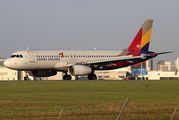 Asiana Airlines Airbus A320-232 (HL7737) at  Gimpo - International, South Korea