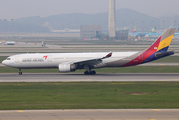 Asiana Airlines Airbus A330-323 (HL7793) at  Seoul - Incheon International, South Korea