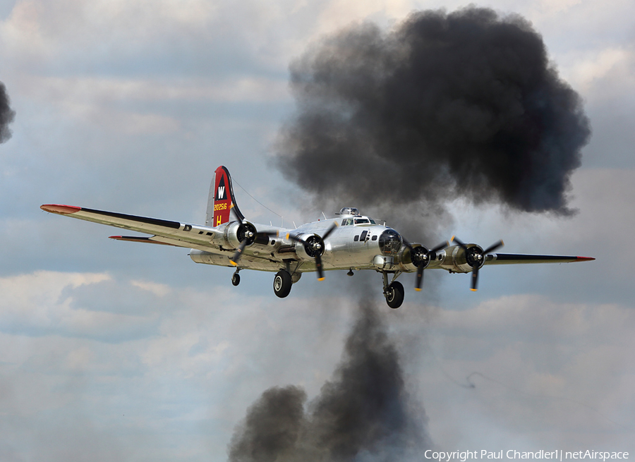 EAA Aviation Foundation Boeing B-17G Flying Fortress (N5017N) | Photo 62763