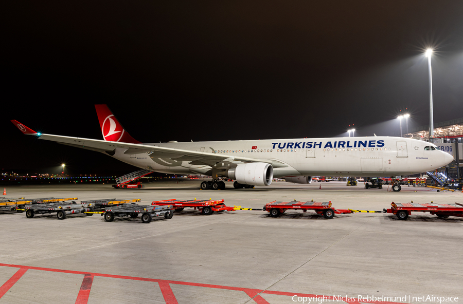Turkish Airlines Airbus A330-303 (TC-JOE) | Photo 360222